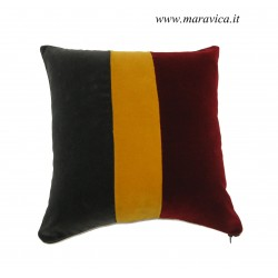Modern cushion in velvet...