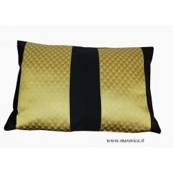 Cuscino arredo nero e oro in tessuto damasco