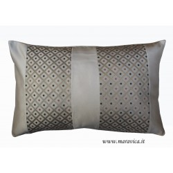 Throw pillow in beige cotton satin and diamond-shaped gold