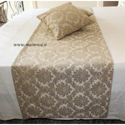 Bed runner in beige damask