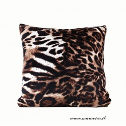 Throw pillow in leopard print velvet