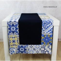 Runner da tavolo in cotone blu con bordi stampa maiolica