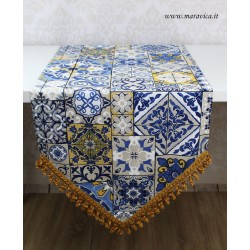 Table runner in majolica printed cotton with pointed toe...