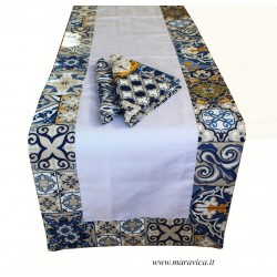 Table runner in cotton white with majolica edges with 2...
