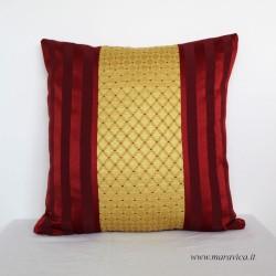 Cuscino arredo divano elegante in damasco bordeaux e oro