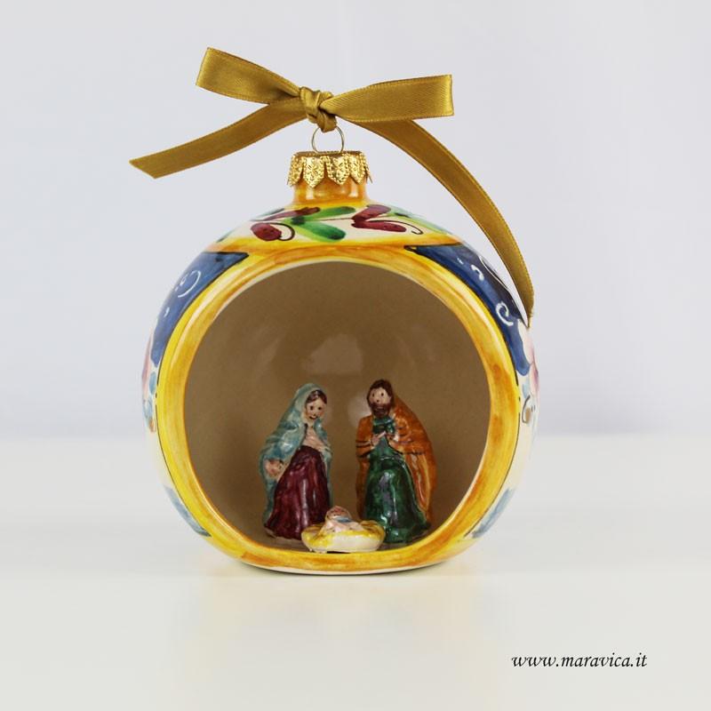 Immagini Palline Natalizie.Pallina Di Natale In Ceramica Dipinta A Mano Con Nativita