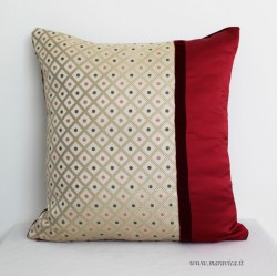 Throw pillow in diamond-patterned damask and burgundy velvet