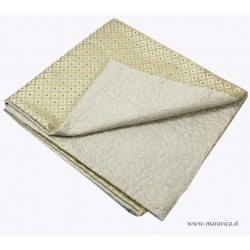 Elegant bed runner in diamond damask