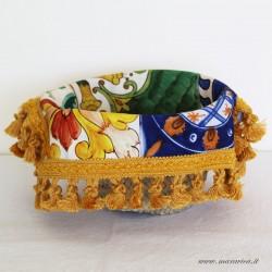 Bread basket with majolica print cotton interior
