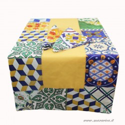 Table runner with 2 yellow cotton napkins with Sicilian...