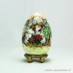 Uovo di Pasqua in ceramica dipinto a mano inverno