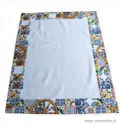 Quadrato centrotavola in cotone bianco con bordi fantasia...