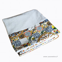 High quality white sponge beach towel with majolica print...