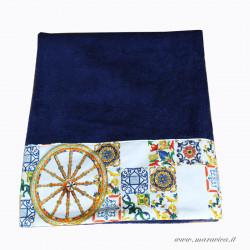 Telo mare blu in spugna alta qualità con bordi in cotone...
